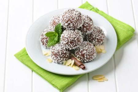 Dark chocolate protein balls