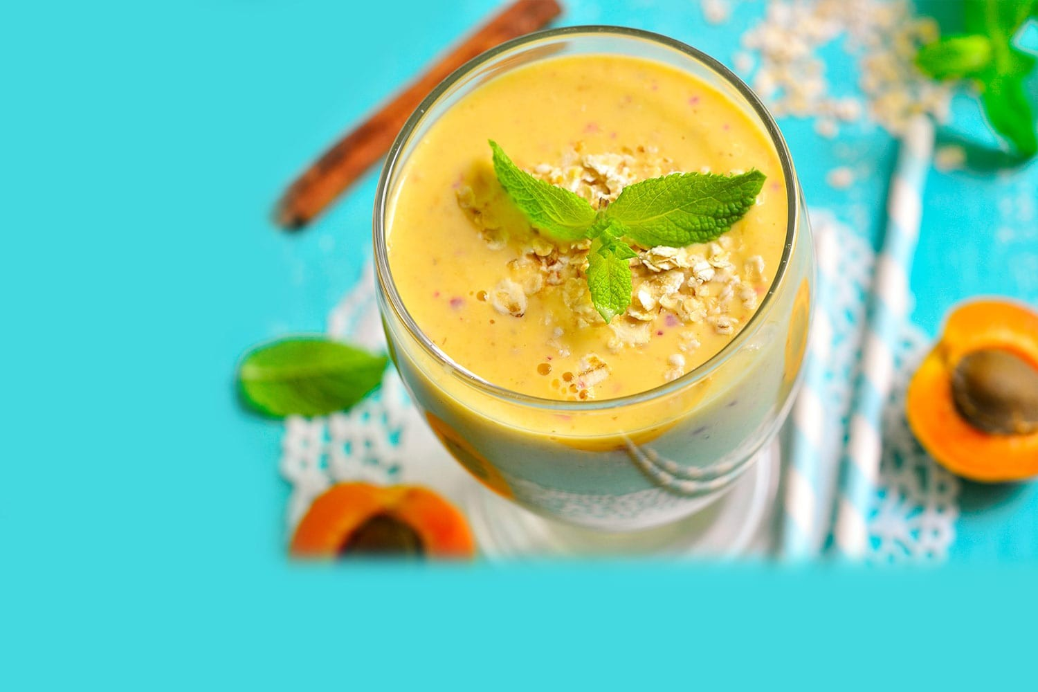 Apricot-banana breakfast smoothie
